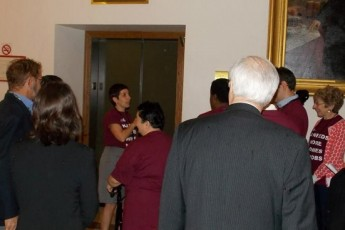 Beginning tour of the state house (800x367)
